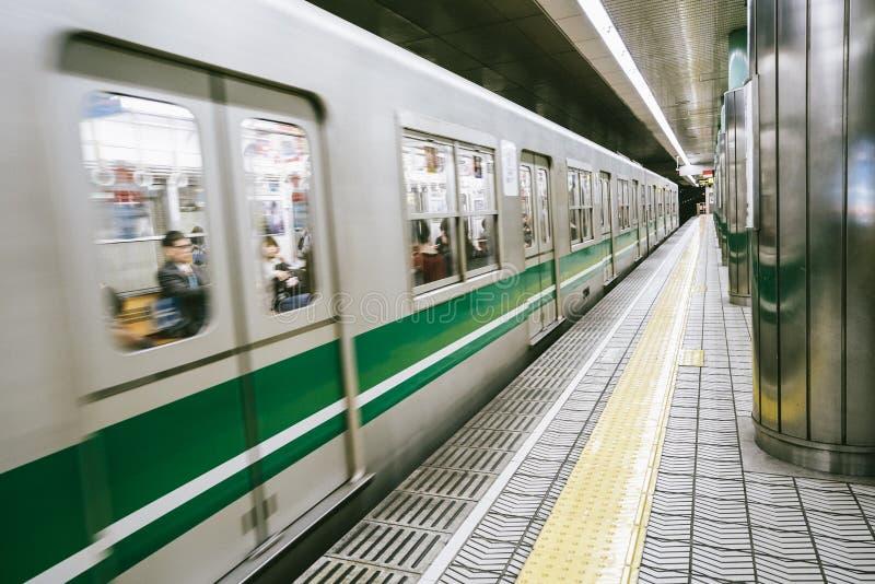 Widok chodzenie pociąg w staci Osaka obrazy royalty free