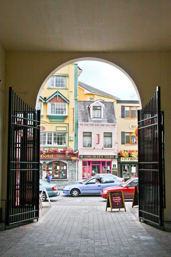 Widok colourful ulica w Killarney, Irlandia obraz royalty free