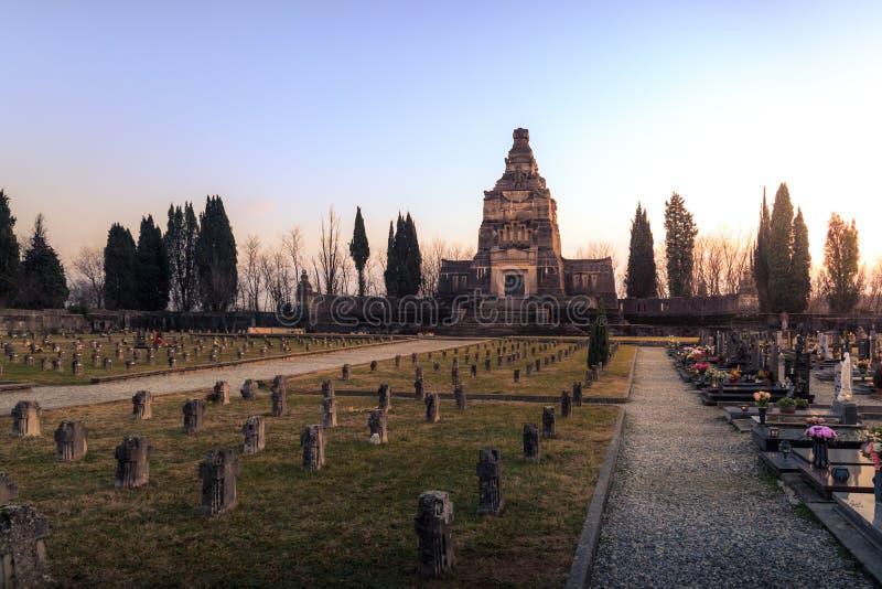Widok Crespi d ` Adda cmentarz i mauzoleum obraz royalty free
