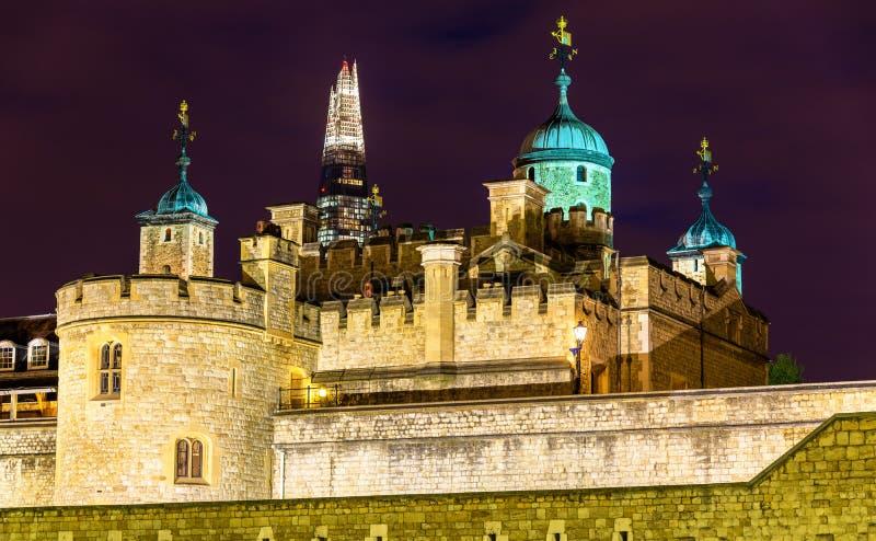 Widok czerep i wierza Londyn zdjęcia stock
