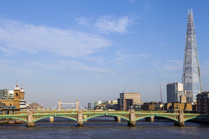 Widok czerep, Southwark most, wierza most i rzeka, obrazy royalty free