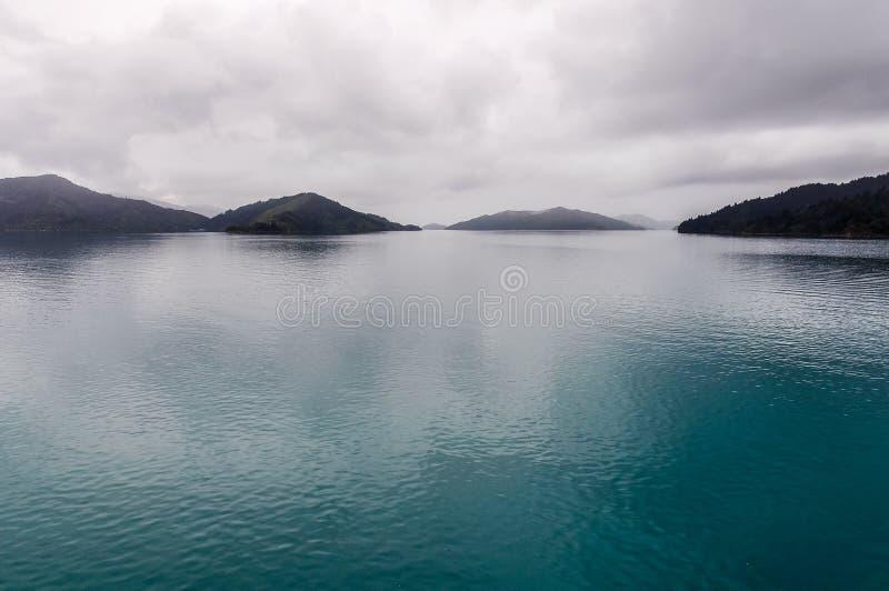 Widok dźwięki w królowej Charlotte drodze, Nowa Zelandia zdjęcia stock