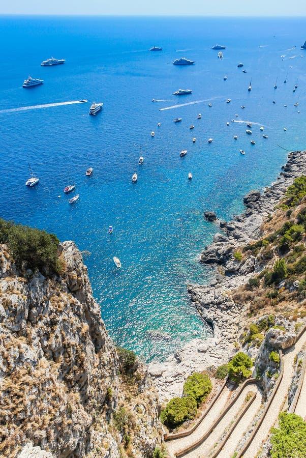 Widok dalej Przez Krupp od Augustus ogródów, wyspa Capri zdjęcia royalty free