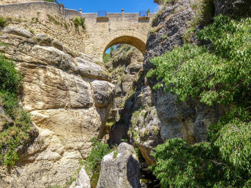 Widok dolina, skała i Ponte Nuevo w Ronda, Hiszpania zdjęcie royalty free
