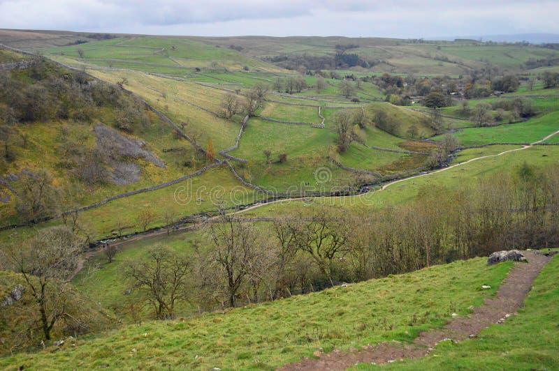 Widok doliny z wierzchu Malham zatoczki Yorkshire dolin parka narodowego zdjęcia royalty free