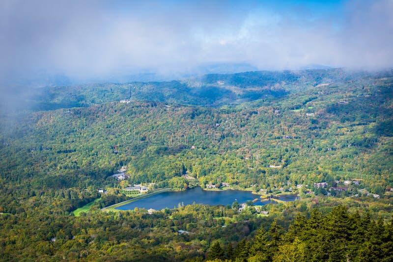 Widok Dziadek jezioro od Dziadek góry, Północny Carol zdjęcie royalty free