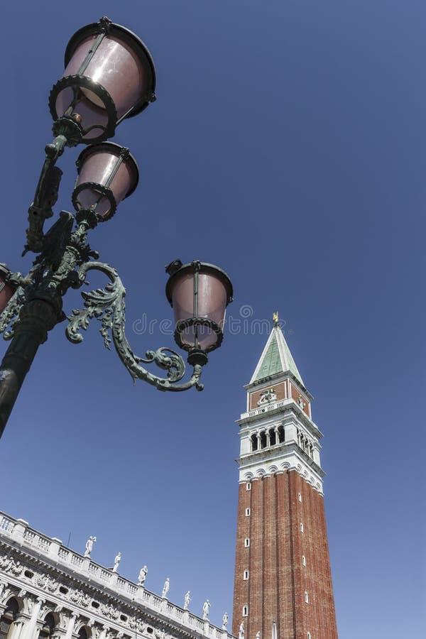 Widok dzwonnica St Mark& x27; s kwadrat, Wenecja Włochy zdjęcia stock
