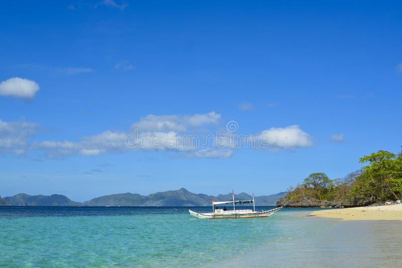 Widok El Nido Ja jest 1st klasowym zarząd miasta w prowincji Palawan, Filipiny fotografia royalty free