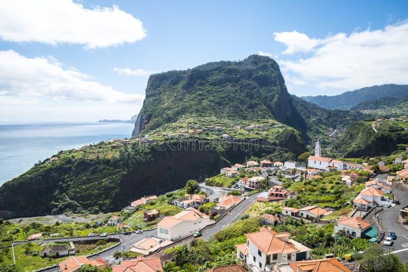 Widok Faial i skała Penha De à  orła lub guia, madera, Portugalia obraz stock
