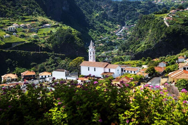 Widok Faial i skała Penha De à  orła lub guia, madera, Portugalia zdjęcie stock