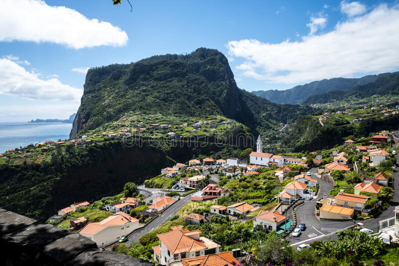 Widok Faial i skała Penha De à  orła lub guia, madera, Portugalia fotografia stock