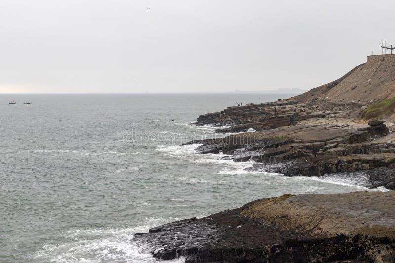 Widok falezy Chorrillos wybrzeże w Lima fotografia royalty free