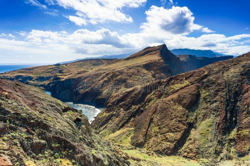 Widok falezy przy Ponta De Sao Lourenco, mader wyspy obrazy stock