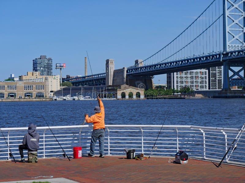 Widok Filadelfia i Ben Franklin most z naprzeciw Delaware Rive obraz stock