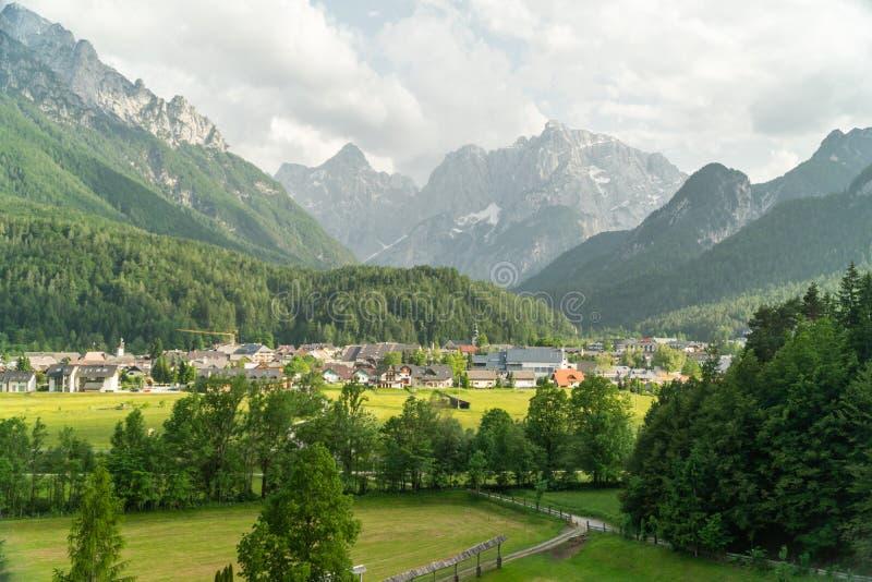 Widok góra krajobraz obok Kranjska Gora w Slovenia, widok z wierzchu całego grodzkiego Kranjska gora obrazy stock