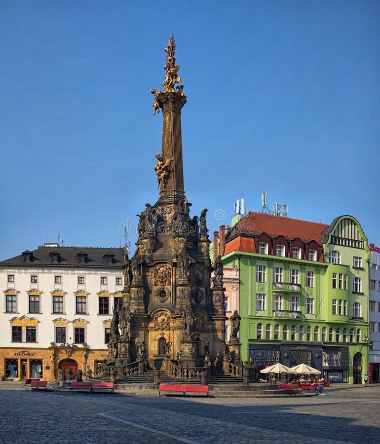 Widok Górny kwadrat w czeskim mieście Olomouc dominował Świętej trójcy kolumną pozyskującą w Unseco światowego dziedzictwa liście zdjęcia royalty free