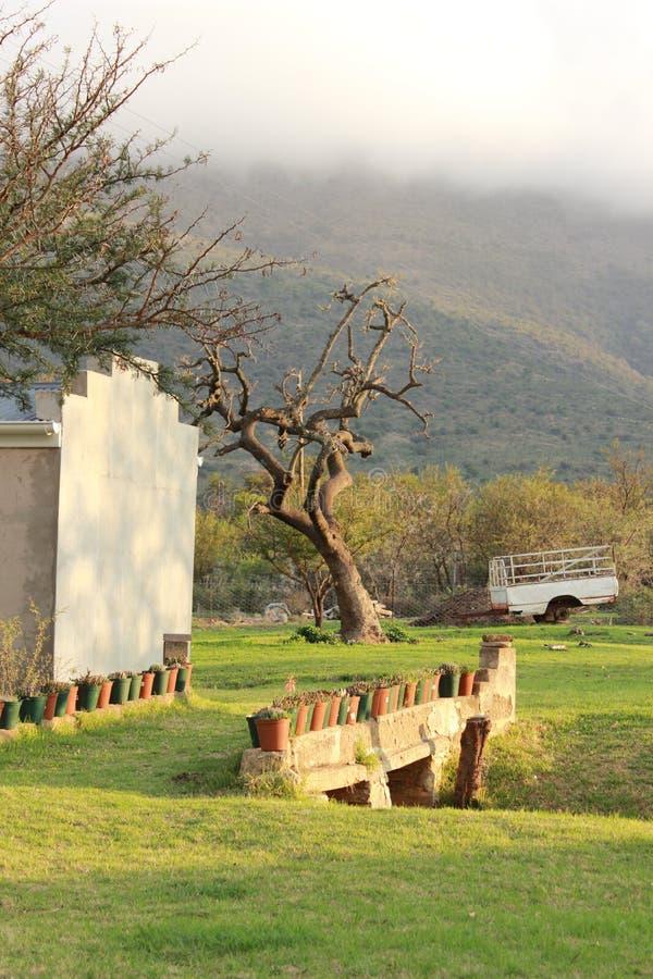 Widok górski od gospodarstwo rolne domu fotografia stock