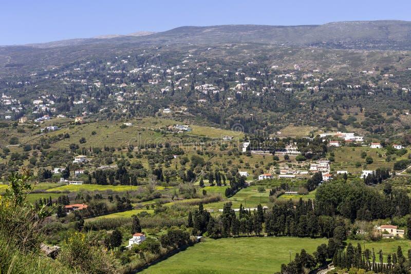 Widok góry i wioska od falezy Andros wyspy, Grecja, Cyclades zdjęcia stock