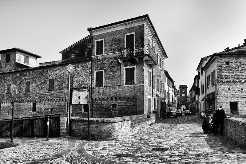 Widok główna ulica San Giovanni w Marignano zdjęcia stock