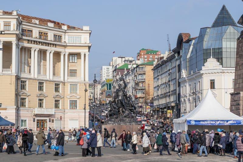 Widok główny plac zabytek wojownicy dla władzy sowieci i Ocean Avenue, obrazy stock
