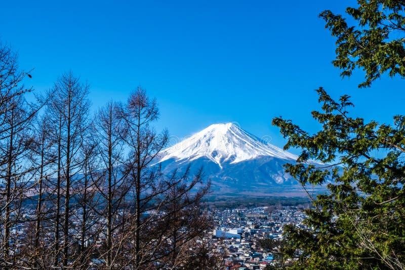 Widok g?ra Fuji, powszechnie nazwany Fuji San w japo?czyku, g?ry Fuji wyj?tkowo symetryczny ro?ek kt?ry jest ?niegiem, nakrywa? d zdjęcia royalty free
