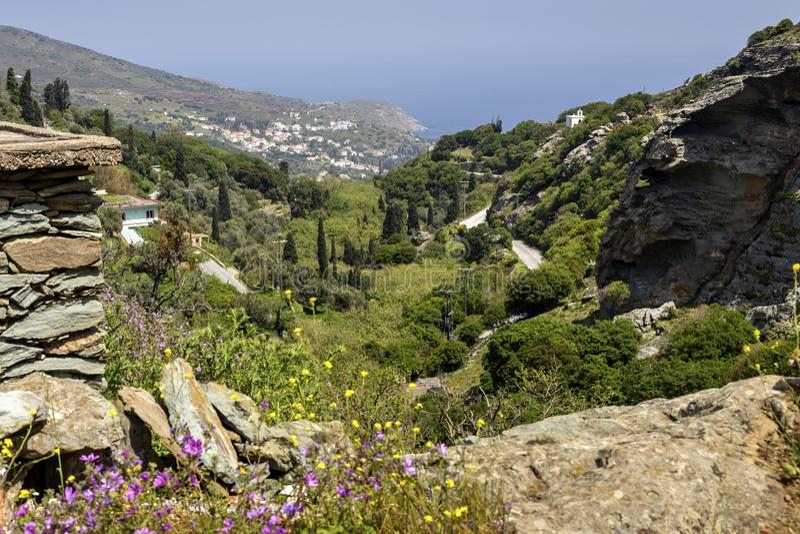 Widok g?ry i morze od falezy Andros wyspy, Grecja, Cyclades obraz stock