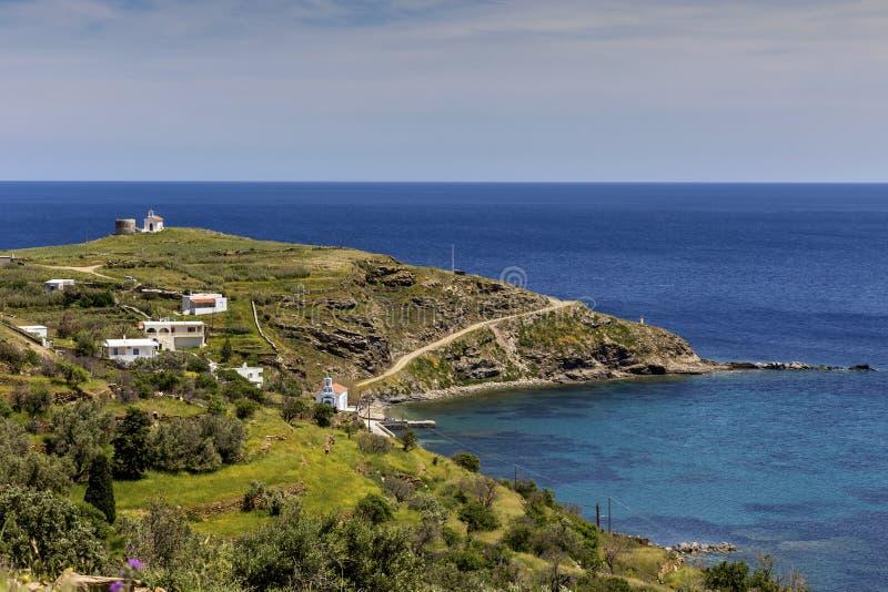 Widok g?ry i morze od falezy Andros wyspy, Grecja, Cyclades zdjęcia royalty free