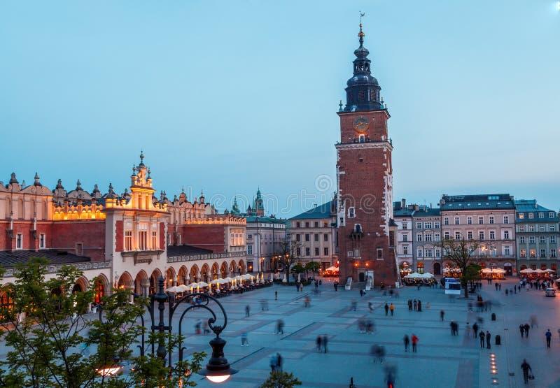 Widok g??wny plac Krakow i mariac ko?ci?? przy wiosn? obrazy royalty free