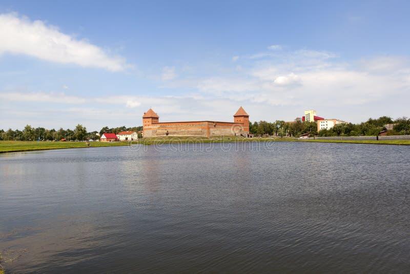 Widok Gediminas kasztel od jeziora lida Białoruś obraz royalty free