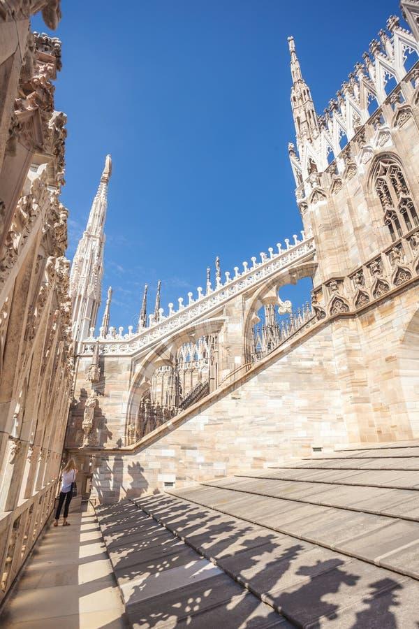 Widok Gocka architektura i sztuka na dachu Mediolański Cathedr zdjęcia stock