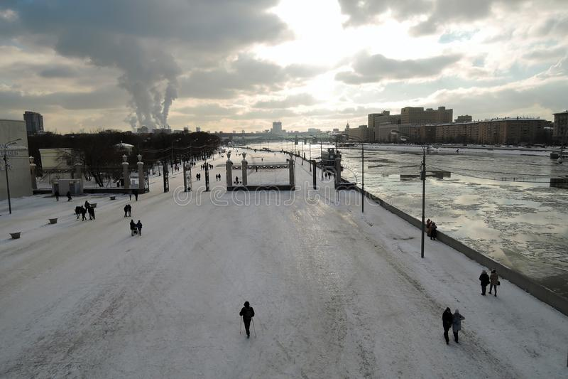 Widok Gorky park w Moskwa Zimy scena, marznąca rzeka obraz royalty free