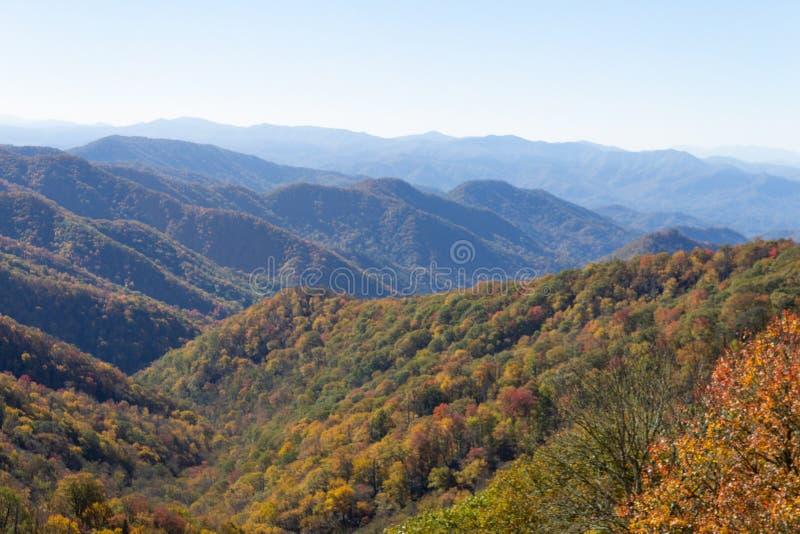 Widok Great Smoky Mountains, Błękitna grań, spadku ulistnienie barwi obraz stock