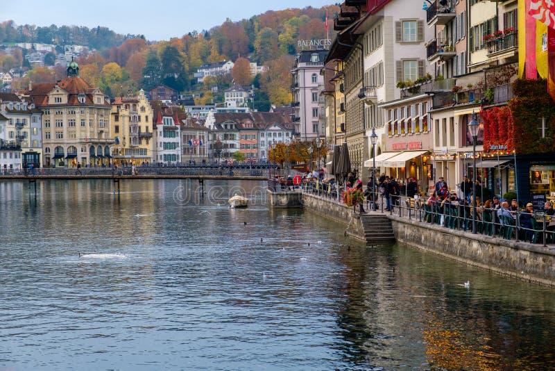 Widok historyczny miasto lucerna w jesieni świetle zdjęcia royalty free