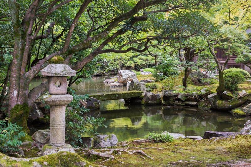 Widok Hojo ogród W przy Buddyjską świątynią fotografia stock