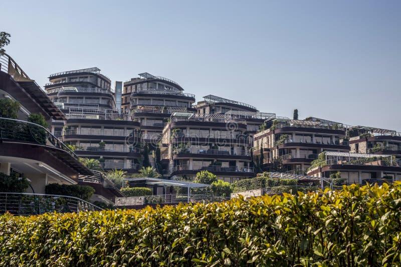 Widok hotelowy kompleks na wybrzeżu Budva zdjęcia royalty free