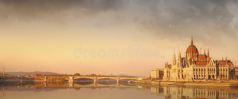 Widok hungarian parlamentu budynek, Budapest obrazy royalty free