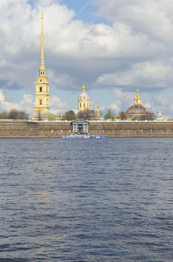 Widok iglica katedra i kopuła Peter i Paul St Petersburg zdjęcia royalty free