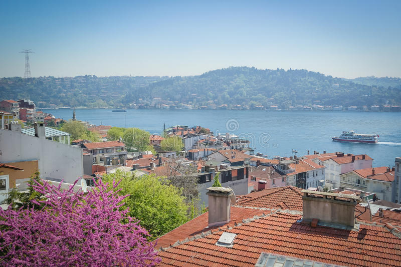 Widok Istanbuł Bosphorus i dachy Arbavutkoy Bebek teren obraz royalty free