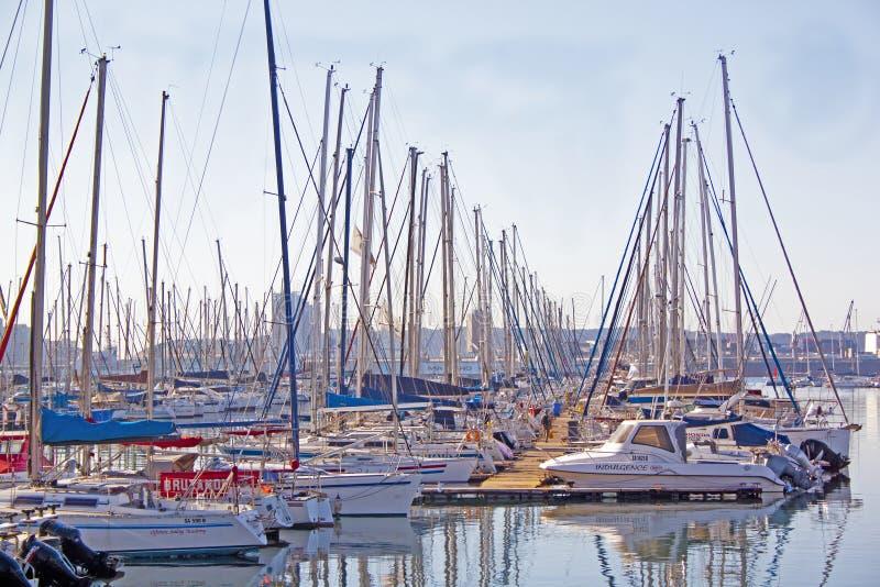 Widok jachty Cumujący w Durban schronieniu Południowa Afryka zdjęcie stock