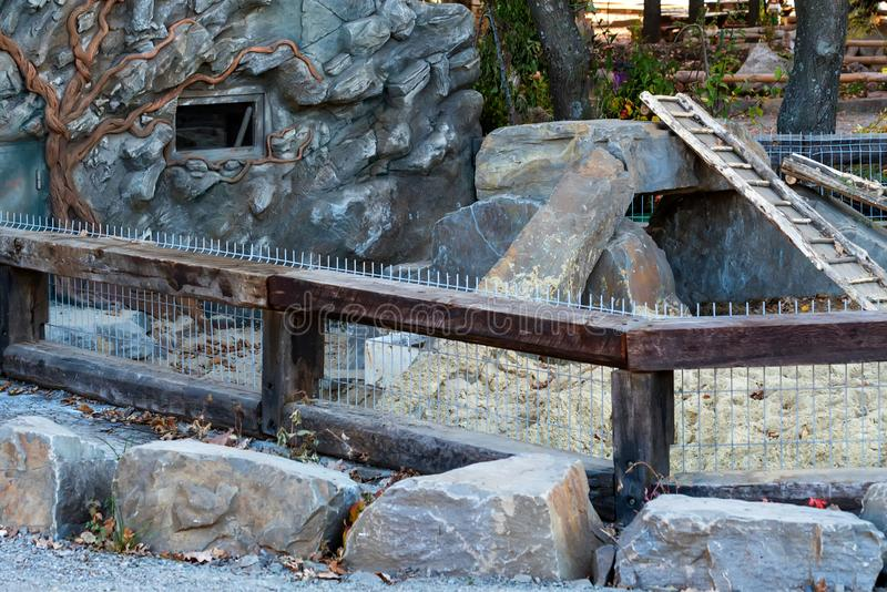 Widok jeżatki klauzura w nowożytnym zoo fotografia royalty free