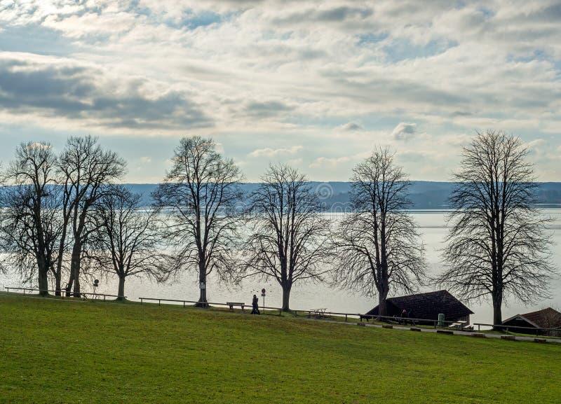 Widok jeziorny Ammersee w Bavaria fotografia stock