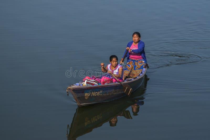 Widok jezioro w Pokhara zdjęcie royalty free