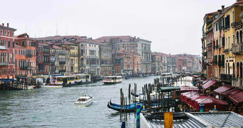 Widok kanał grande w Wenecja mieście w deszczu obrazy royalty free