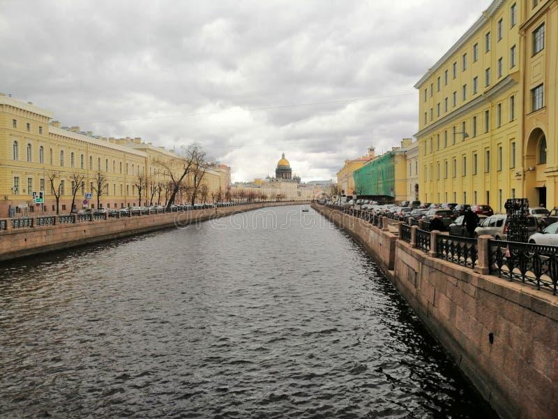 Widok kanał i kopuła Isaac katedra zdjęcie royalty free