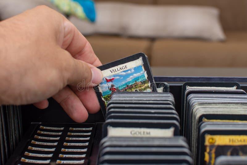 Widok karciany wybór wioski karta w ten colourful pokładzie buduje karcianą grę dominium obraz royalty free
