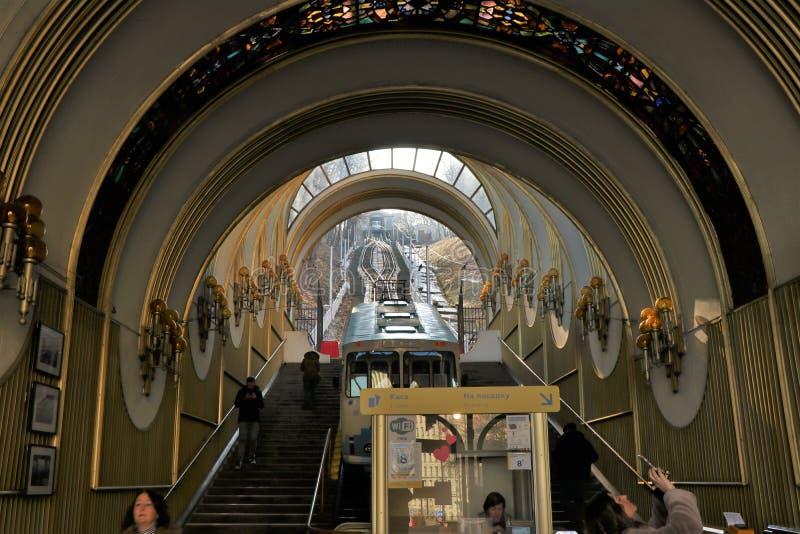 Widok Kijowski funicular prowadzić od wzgórza nadbrzeże rzeki obraz royalty free