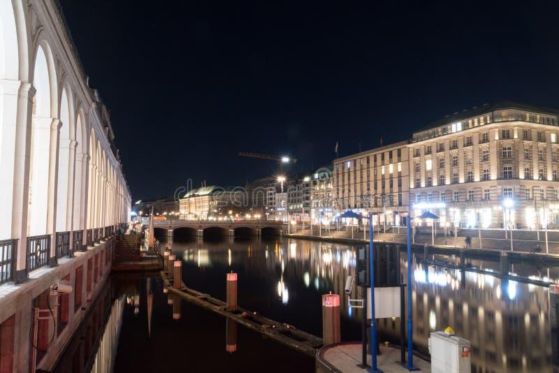 Widok Kleine Alster przy nocą zdjęcie stock