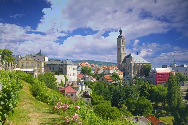 Widok kościół Świątobliwy Jakob, biel domy i zieleń park, słoneczny dzień zdjęcie stock