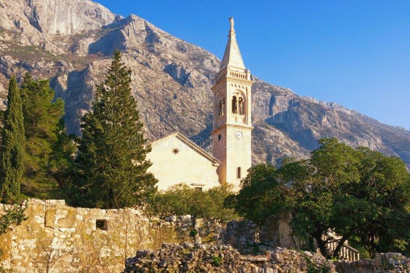 Widok kościół katolicki święty Eustache w Dobrota miasteczku, Montenegro zdjęcie stock