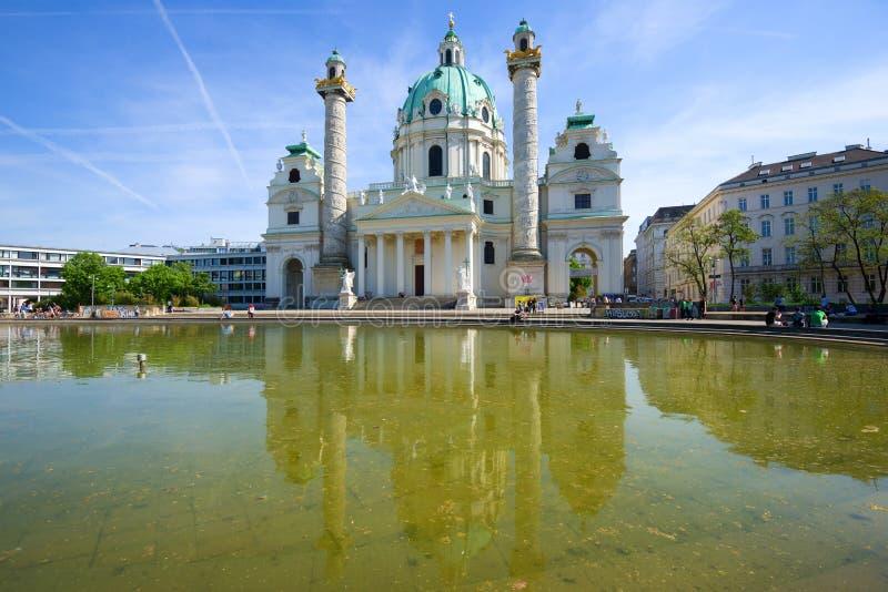 Widok kościół katolicki - Karlskirkhe w słonecznym dniu austria Vienna obraz stock